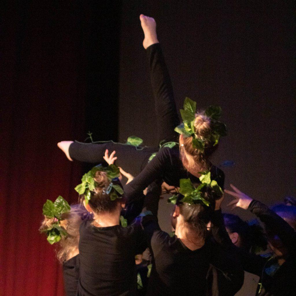 stageart-studio-tanca-dla-dzieci-i-mlodziezy-taniec-contemporary-grupa-taneczna-myslowice