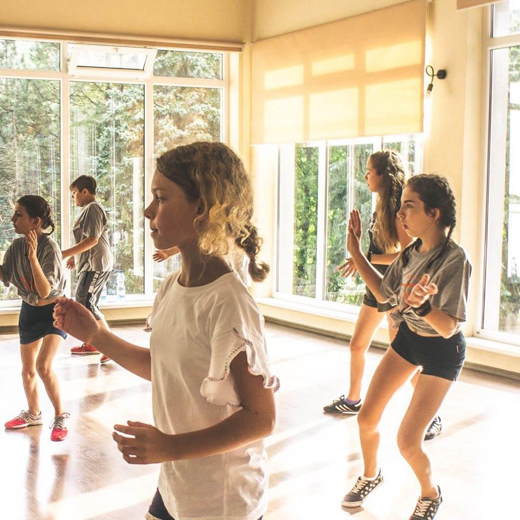 stageart-studio-tanca-dla-dzieci-i-mlodziezy-taniec-oboz-taneczny-summerart